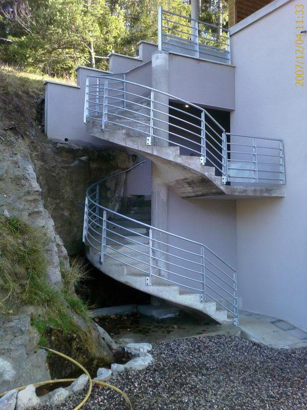 escalier suspendu beton. Black Bedroom Furniture Sets. Home Design Ideas